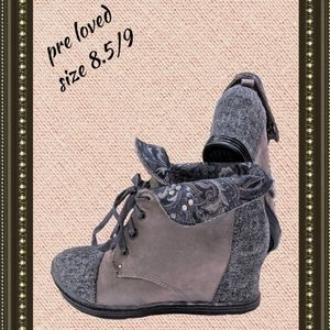 Blowfish boots size 8 and 1/2 to 9